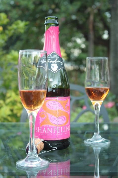 La Vie Parisienne, sparkling wine